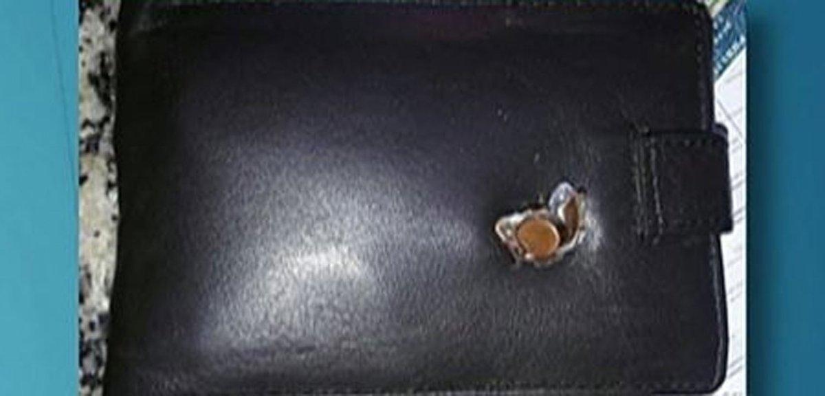 Resultado de imagem para Homem leva tiro no peito e é salvo por pen-drive