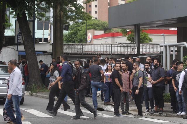 Prédio é Evacuado No Abc Após 50 Funcionários Pularem Ao