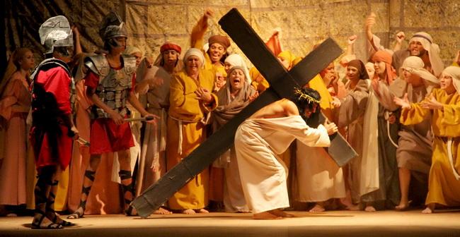 Resultado de imagem para Encenação da Paixão de Cristo