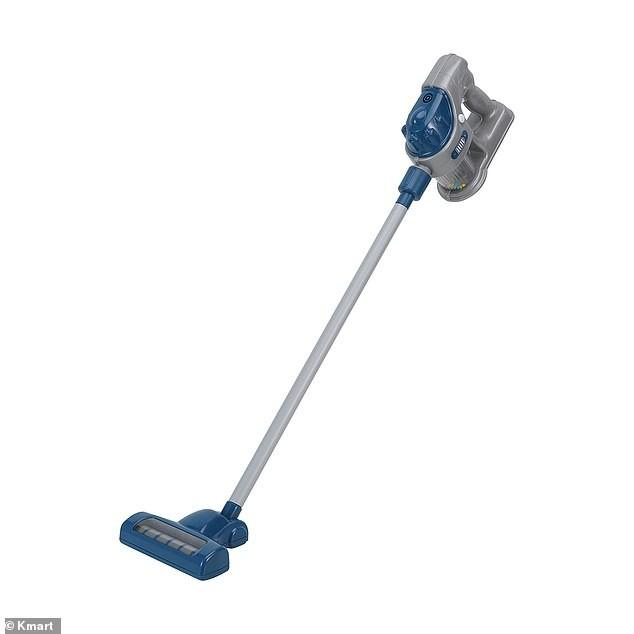 Resultado de imagem para Novidade: Empresa lança aspirador de pó de brinquedo que aspira a sujeira de verdade para as crianças ajudarem na limpeza da casa